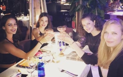 #Repost @mireiaverdu ・・・ girls night, cosmopolitan lovers….